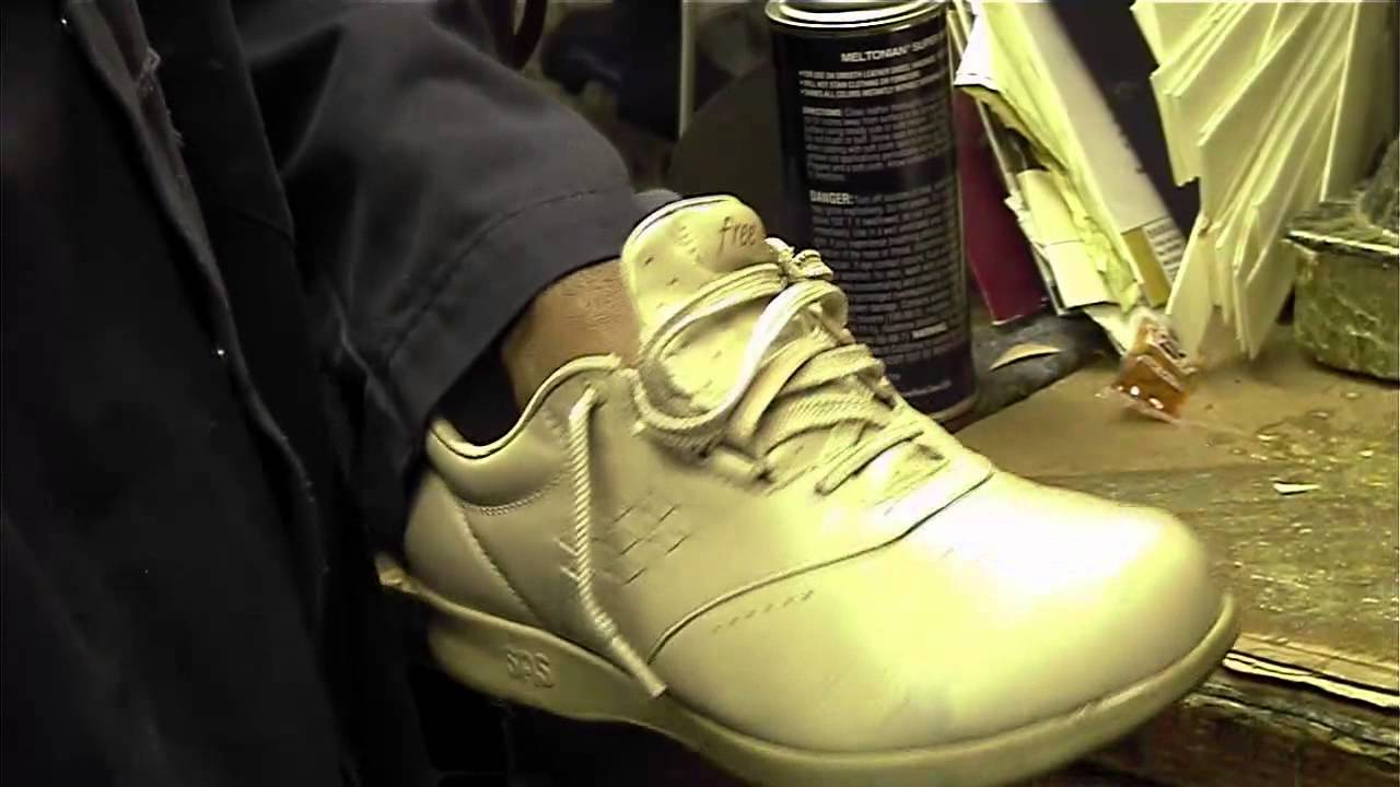 8685821dad2c0 The Best Method to Dye Leather Shoes - YouTube