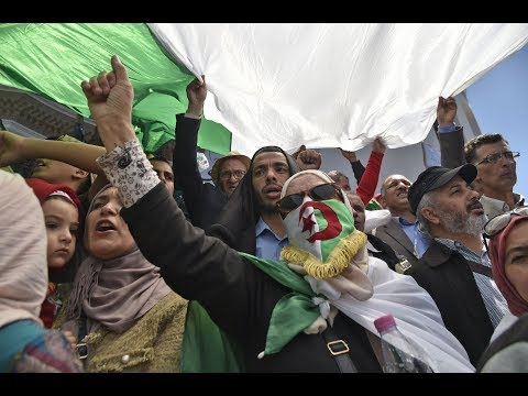 طلاب يتظاهرون في العاصمة الجزائر  - 19:55-2019 / 5 / 19