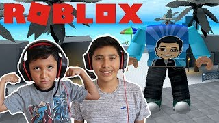 BUFF 5 años de edad!!! BRO VS BIG BRO ? SIMULADOR DE ENTRENAMIENTO DE PESO ( WEIGHT TRAINING SIMULATOR ) ROBLOX FAMBAM GAMING