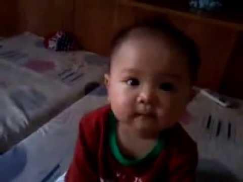 Em bé tập nói cực kỳ dễ thương.