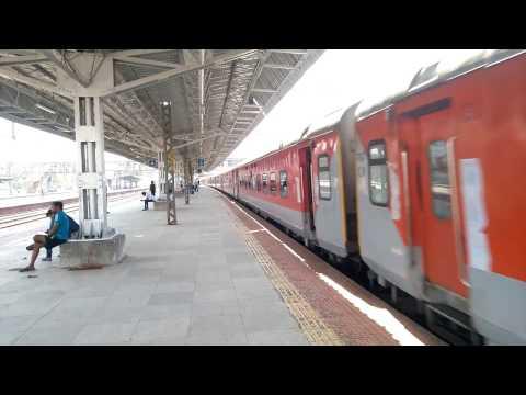 22109 Mumbai LTT - Hazrat Nizamuddin AC SF Express Skipping Diva Junction