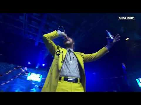 Post Malone -Too Young-  Perforance Bud Light Dive Bar Nashville - Live Concert