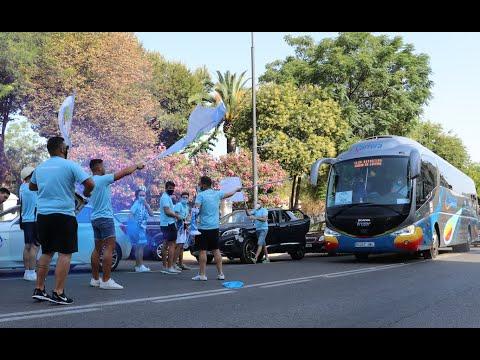 VÍDEO: La Marea Celeste despide a los jugadores del Ciudad de Lucena en su salida hacia Marbella