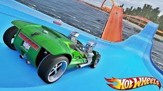 Desafio com CARROS Hot Wheels na Rampa sobre a Água! Pista de Looping Gigante - IR GAMES