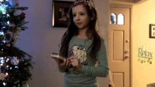 Sydney Gets an iPod Touch for Christmas medvid