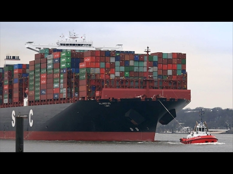 UASC 400 m Container Ship AL NEFUD - Port of Hamburg / Elbe River