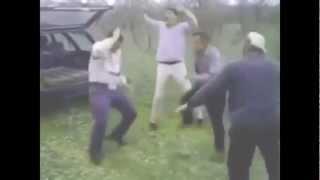 МУЖИКИ ОТРЫВАЮТСЯ ПОД ПЕСНЮ L'ONE - Все Танцуют Локтями
