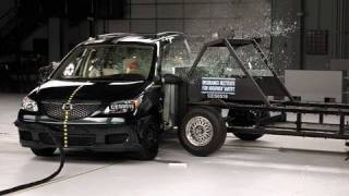 2005 Mazda MPV side IIHS crash test