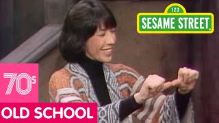 Sesame Street: Lilly Tomlin signs Sing | #ThrowbackThursday