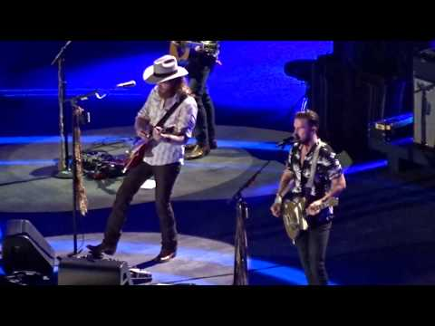Brothers Osborne - Shoot Me Straight (CMA Fest 2018)