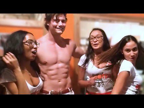 Connor Murphy Picks Up A HOOTERS GIRL! (EPIC Reaction From Crowd!)   Connor Murphy Vlogs
