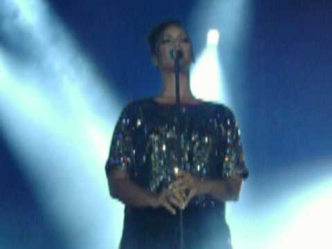 Leona Lewis - Come Alive [SNIPPET] Live in Portugal.