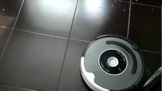 Видео с примером работы iRobot Roomba 550/560(дети кушали семечки и намусорили на кухне. Запустил румбу и снял немного на видео проццесс., 2012-06-21T07:28:42.000Z)