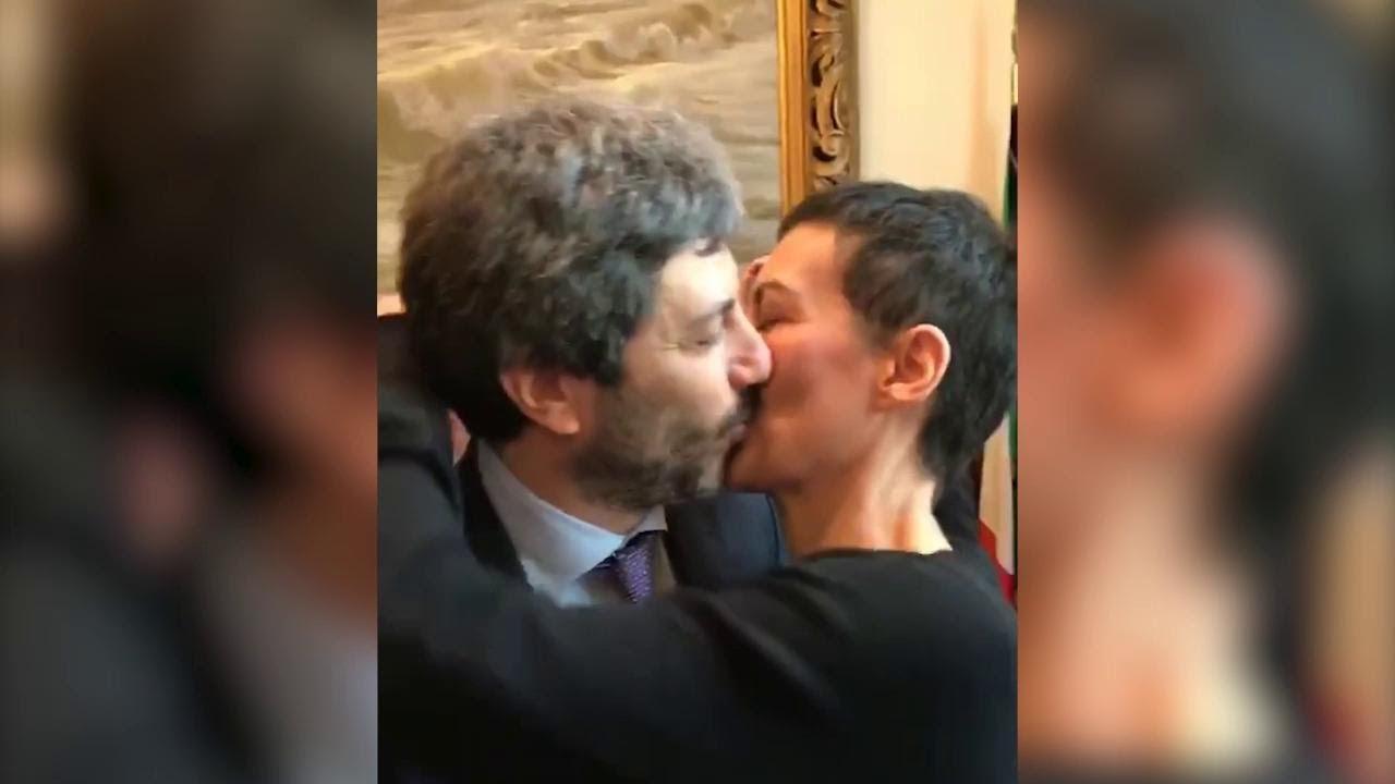 Roberto fico eletto presidente della camera il bacio con for Presidente della camera attuale