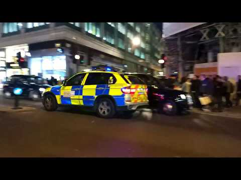 Mass panic at Oxford Circus - People think there's a gunman