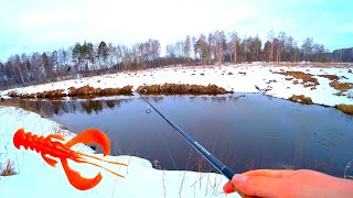 РАЧОК спас от фиаско Ловля щуки на малой реке Весенний спиннинг Рыбалка в марте