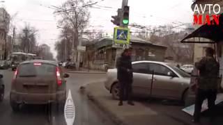 Безумие на дорогах ДТП приколы Car Crashes Compilation 2013 Avto Man #29(Множество невероятных происшествий и просто неожиданностей происходящих на дороге в 2012 году Авто видео..., 2013-06-04T15:03:16.000Z)
