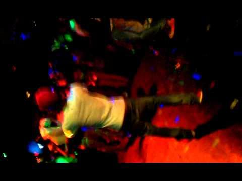 J.D.B EL FENOMENO BAJANDOLE LAS BRAGAS A LA P*T* DE BENCRUIS. freestyle en directo.