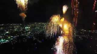 Потрясающий салют. Вид изнутри. Full HD. Fireworks filmed with a drone(Житель Флориды решил запечатлеть салют изнутри. Он осуществил свою задумку с помощью летающей камеры. Когд..., 2014-07-08T20:47:10.000Z)