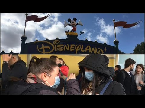 Coronavirus: Disneyland Paris welcomes last visitors before park closure | AFP
