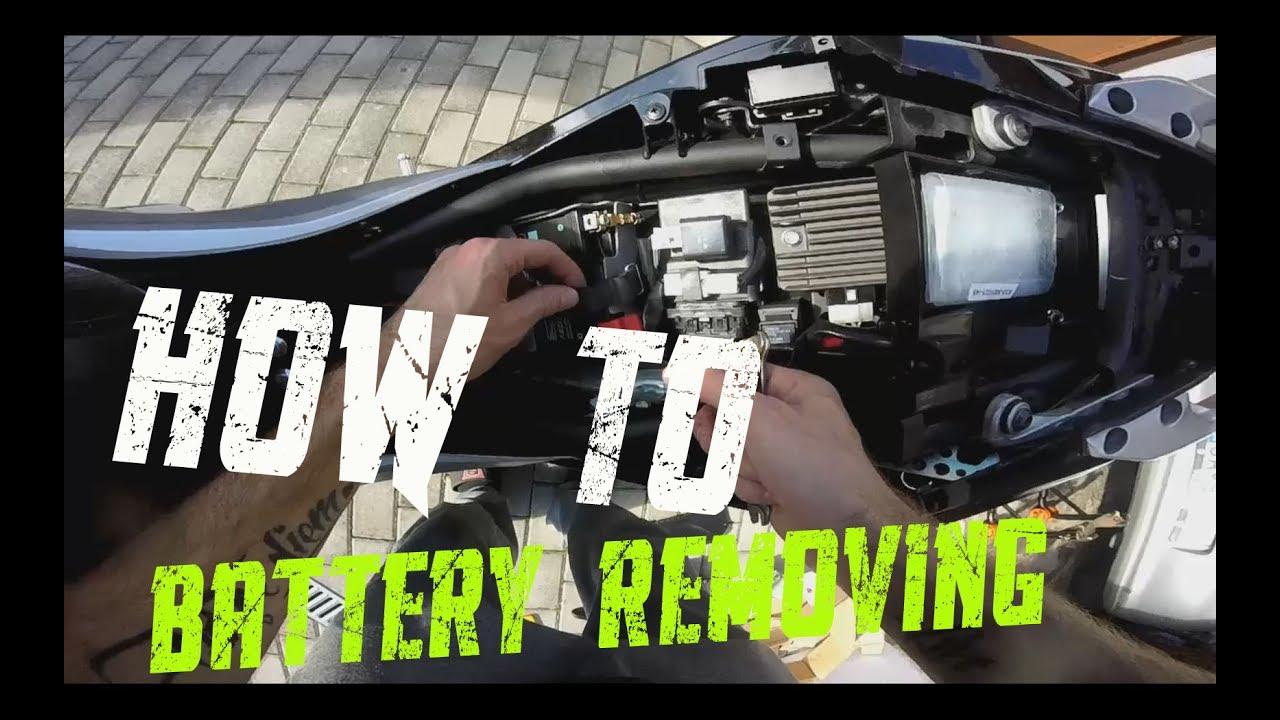 forme élégante vente en ligne prix compétitif how to take out the battery from Yamaha MT-03