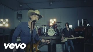 Dustin Lynch – She Cranks My Tractor Video Thumbnail