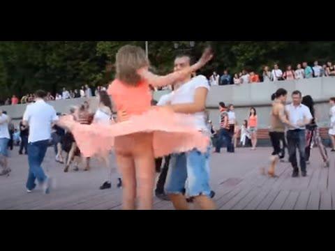 Kız Dans Ederken Eteği Açıldı Müthiş Frikik Verdi. +18