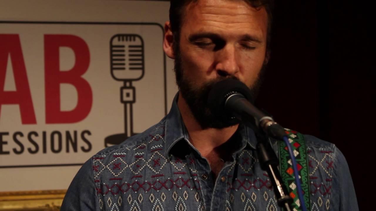 Zo mooi. Een acteur die echt kan zingen...Pieter Embrechts op 5 mei helemaal live in onze Club Bokal...tickets www.clubbokal.be