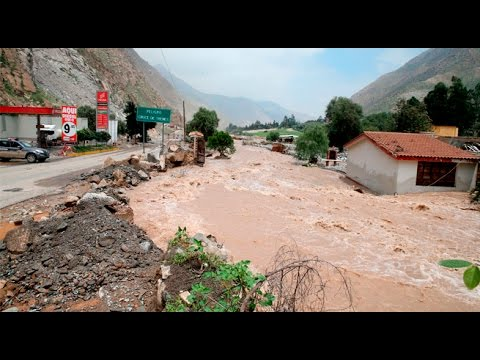 Río Rímac se vuelve a desbordar e invade la Carretera Central