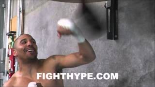 ANDRE WARD SWITCHES UP RHYTHM, SPEED AND TIMING ON THE SPEED BAG