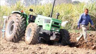 Deutz Fahr Agromax tractor working with LEMKEN Opal 090 Hydraulic reversible Plough