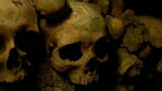 A walk under Paris, into the catacombs...