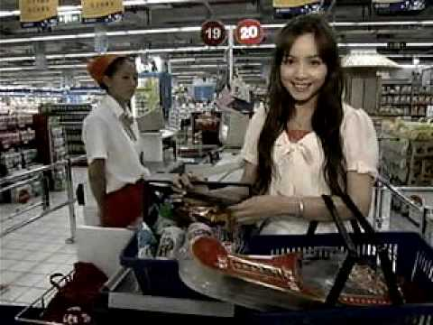 中国のスーパーマーケットをローラ・チャンが紹介します。