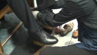 Уход за обувью. Чистка обуви на кресле в мастерской Бонжур(, 2016-04-05T10:22:12.000Z)