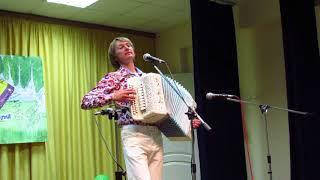 Мелодии из мультфильмов исполняет Павел Уханов