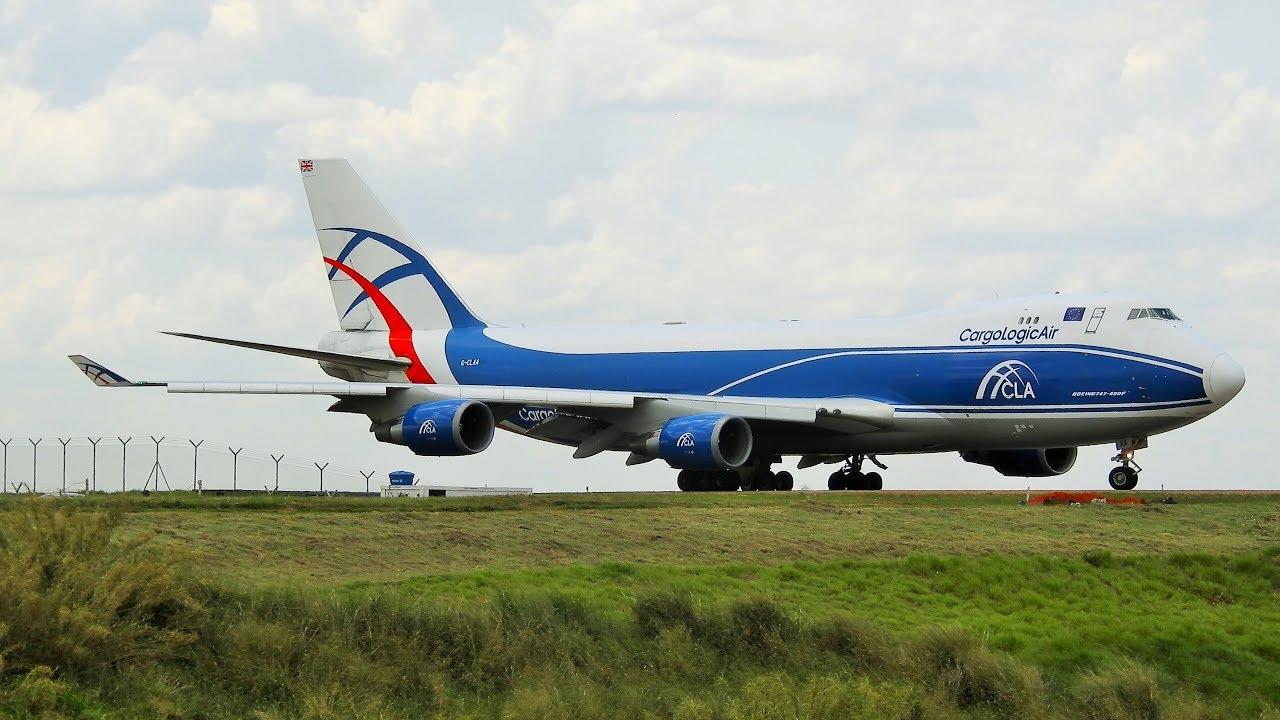 Pouso E Decolagem Cargo Logic Air Transportando Equipamentos Da