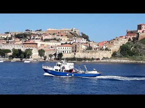 Portoferraio - Isola d'Elba - Il traghetto prende direzione Piombino Marittima