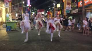 ここは台湾の渋谷ともいわれる若者に人気の街! お店の明かりが消え、夜...