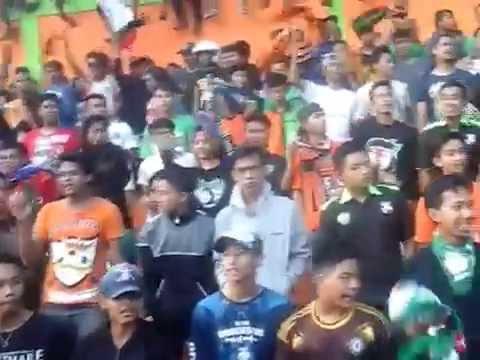 Bonek Blitar Bersatu tour Pasuruan (Persekabpas vs Kresna FC) 2016