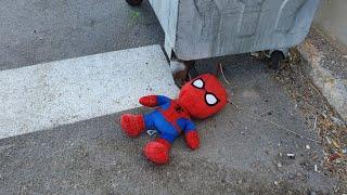 Spiderman'i Çöpe Atmışlar Buğra Çöpün Kenarında Görünce Çok Şaşırdı