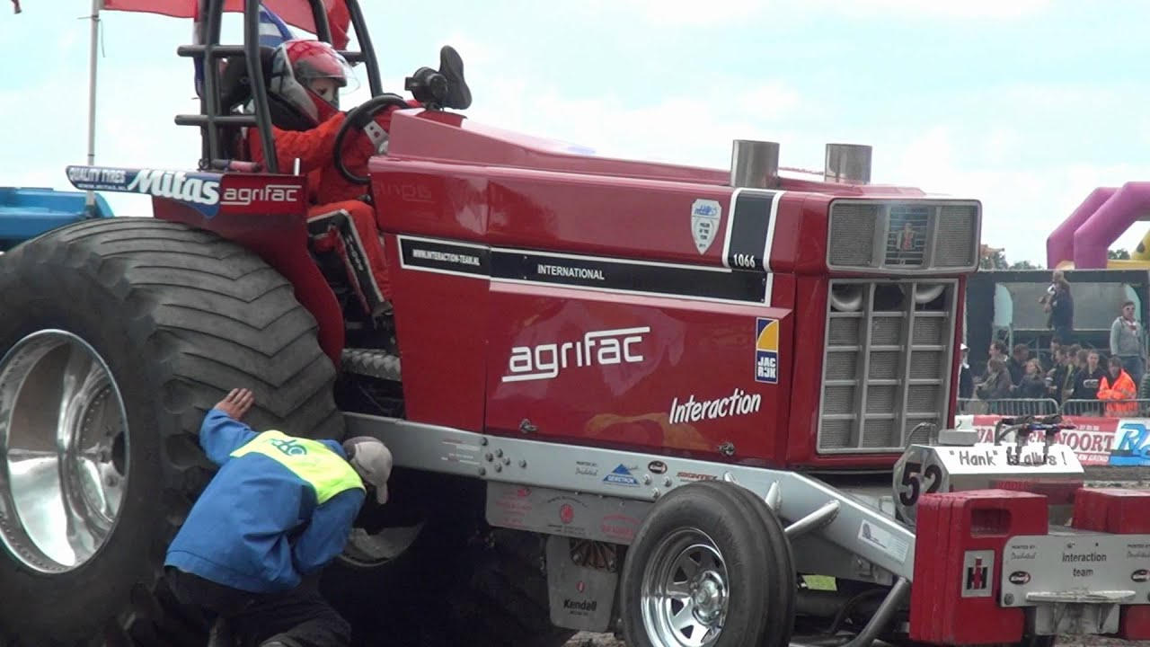 Tractor Pulling Accidents : Crash interaction zapo made tractor pulling by