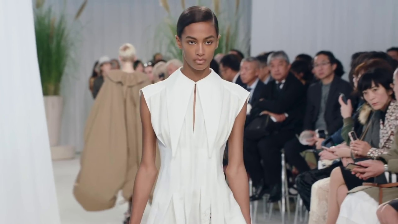 [VIDEO] - #LOEWE Spring Summer 2020 Womenswear Show 7