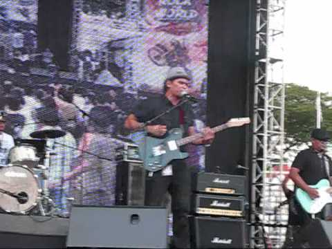 Pesawat - Hitam [Rock The World Adrenaline 2011]
