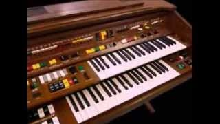 The Yamaha Electone C605 organ