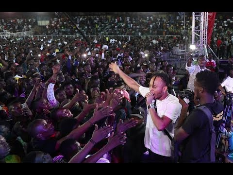 See Viktoh &Klever Jay Performance As He Throws His Shirt Into D Crowd At Small Doctor's Show