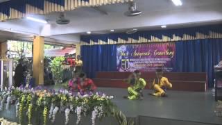 Tarian Selamat Datang sempena Hari Anugerah Cemerlang SKS 2013