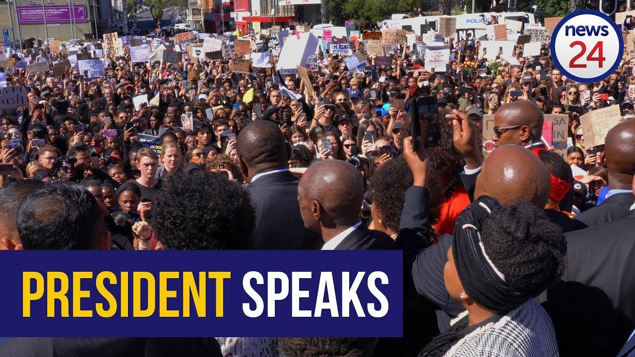 KYK   Ramaphosa spreek geslagsgegronde betogers in Kaapstad aan - News24