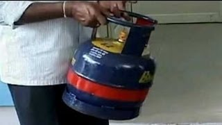 Veerappa Moily unveils five kg cooking gas cylinder in Bangalore