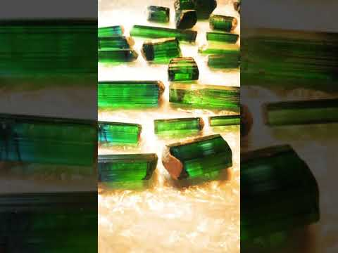 World biggest rough tourmaline lot bi colour 662 grams the largest piece is 46 grams