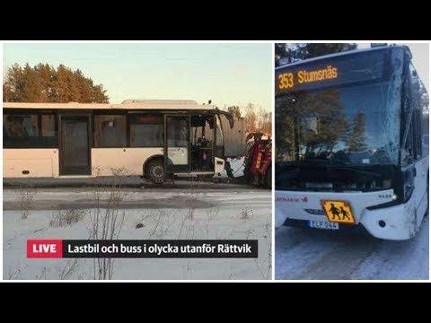 Lastbil och buss i krock pa e6